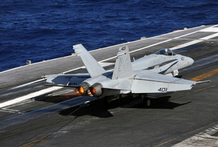 An F/A-18C Hornet lands on the flight deck of USS Abraham Lincoln.の写真素材 [FYI02695869]