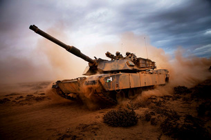 Marines roll down a dirt road on their M1A1 Abrams Main Battの写真素材 [FYI02695892]