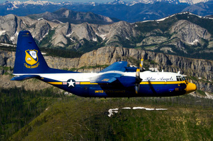 A C-130 Hercules Fat Albert plane flies over the Chinese Wall rock formation in Montana.の写真素材 [FYI02695905]