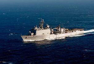 The Whidbey Island-class dock landing ship USS Rushmore.の写真素材 [FYI02695967]