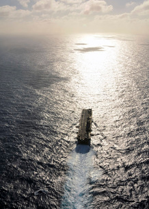 Amphibious assault ship USS Boxer underway in the Pacific Ocの写真素材 [FYI02696023]