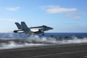 An F/A-18E Super Hornet catapults from the aircraft carrier USS Ronald Reagan.の写真素材 [FYI02696260]