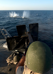 Sailor fires a .50-caliber machine gun aboard USS James E. Wの写真素材 [FYI02696282]