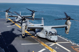 MV-22 Osprey tiltrotor aircraft on the flight deck of  USS Kearsarge.の写真素材 [FYI02696296]