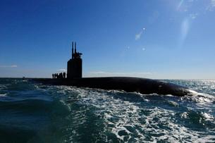 Attack submarine USS Scranton pulls into Augusta Bay.の写真素材 [FYI02696432]