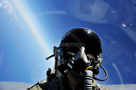 Self-portrait of a pilot in the cockpit of his aircraft during flight.の写真素材 [FYI02696472]