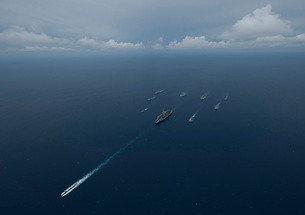 Carrier Strike Group formation of ships in the Bay of Bengalの写真素材 [FYI02696582]