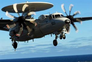 E-2C Hawkeye approaches the flight deck of USS John C Stennis.の写真素材 [FYI02696664]