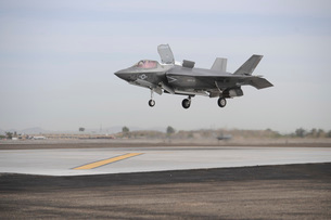 An F-35B Lightning II Joint Strike Fighter prepares to make a vertical landing.の写真素材 [FYI02696815]