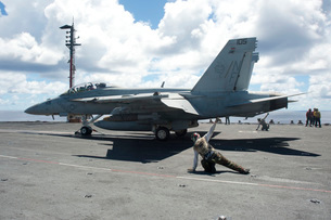 Shooters give the signal to launch an F/A-18E Super Hornet.の写真素材 [FYI02696884]