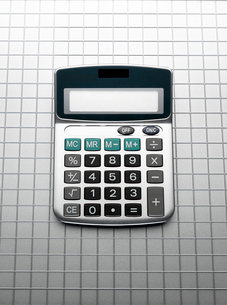 Calculator on grid gray backgroundの写真素材 [FYI02697013]
