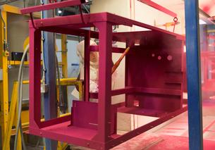 Worker painting steel red in steel factoryの写真素材 [FYI02697046]