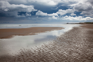 Clouds over beach at low tideの写真素材 [FYI02697136]