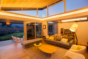 Illuminated modern living roomの写真素材 [FYI02697624]