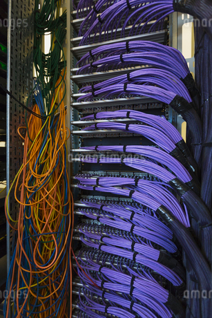 Server room cable wiresの写真素材 [FYI02697658]