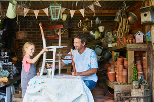 Father and daughter painting chair in workshopの写真素材 [FYI02697662]