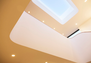 Skylight and recessed lights of modern houseの写真素材 [FYI02697685]