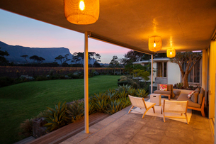 Illuminated patio overlooking mountains at duskの写真素材 [FYI02698517]
