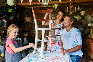 Family painting chair in workshopの写真素材 [FYI02698549]
