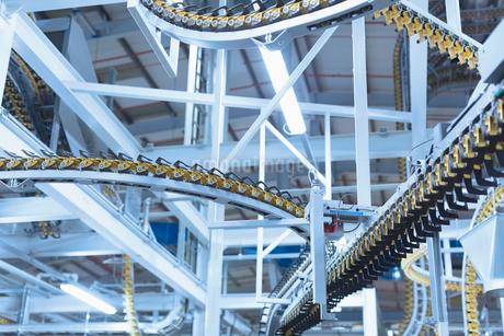 Winding printing press conveyor belts overheadの写真素材 [FYI02699073]