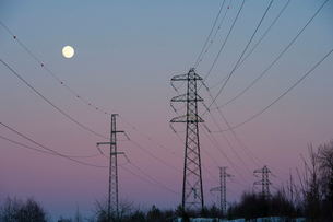 Sweden, Sodermanland, Oxelosund, Low angle view of power linの写真素材 [FYI02699484]