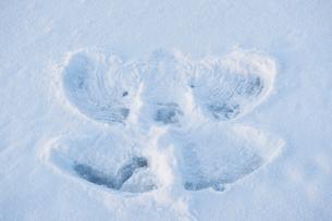 Sweden, Stockholm County, Dalaro, Angel shape in snowの写真素材 [FYI02699491]