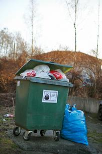 Sweden, Vastra Gotaland, Boras, Garbage bin filled with trasの写真素材 [FYI02699546]