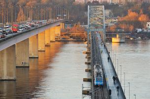 Sweden, Uppland, Lidingo, Morning traffic on bridgesの写真素材 [FYI02699786]