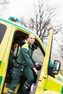 Sweden, Sodermanland, Tumba, Two paramedics in ambulanceの写真素材 [FYI02699970]