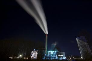 Sweden, Sodermanland, Nykoping, Long exposure of smoke cominの写真素材 [FYI02700026]