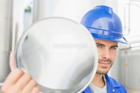 Portrait of confident worker holding stainless steel tubeの写真素材 [FYI02700188]