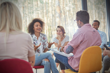 Woman talking in group therapy sessionの写真素材 [FYI02700242]