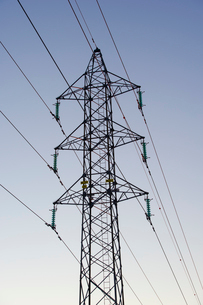 Sweden, Sodermanland, Oxelosund, Low angle view of power linの写真素材 [FYI02700556]