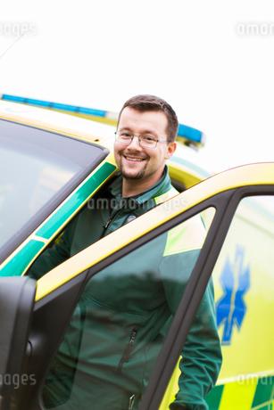 Sweden, Sodermanland, Tumba, Paramedic next to ambulanceの写真素材 [FYI02700592]