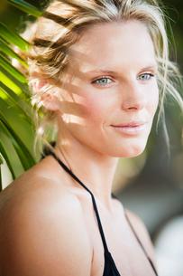 Costa Rica, Santa Teresa, Holiday portrait of attractive mid-adult womanの写真素材 [FYI02700610]