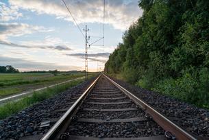 Sweden, Sodermanland, Stigtomta, View of railroad tracksの写真素材 [FYI02700634]