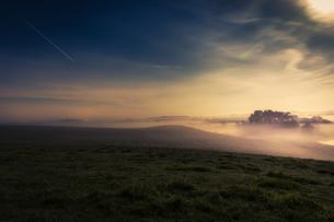 Meteor shower over tranquil landscape, Naestved, Denmarkの写真素材 [FYI02700887]