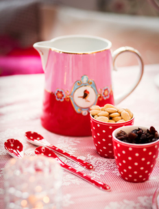 Sweden, Uppland, Mulled wine in jug served with almond and raisinsの写真素材 [FYI02701259]