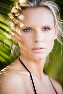 Costa Rica, Santa Teresa, Holiday portrait of attractive mid-adult womanの写真素材 [FYI02701344]