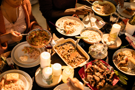 Caribbean food on Christmas dinner tableの写真素材 [FYI02701382]