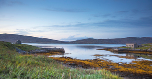Tranquil lake view, Eriskay, Outer Hebridesの写真素材 [FYI02701599]