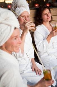 Sweden, Stockholm, Nacka, Terrassvagen 1, Women relaxing in saunaの写真素材 [FYI02701712]