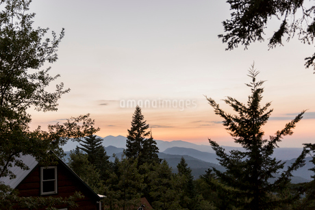 Tranquil silhouetted mountains beyond treesの写真素材 [FYI02701716]