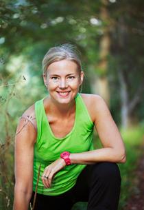 Sweden, Sodermanland, Liljeholmen, Portrait of woman wearing tanktop and stopwatchの写真素材 [FYI02701731]