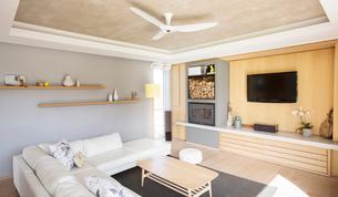 Home showcase living roomの写真素材 [FYI02701870]