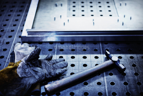 Hammer and gloves on steel in steel factoryの写真素材 [FYI02702098]