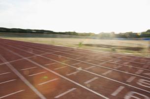 Sunny sports trackの写真素材 [FYI02702558]