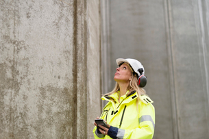 Sweden, Vastmanland, Engineer working at construction siteの写真素材 [FYI02702756]