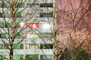 Finland, Lahti, View of facade with birch trees in frontの写真素材 [FYI02703338]