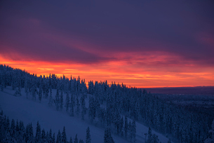 Finland, Lapland, Kittila, Levi, Moody sky over hillsの写真素材 [FYI02703432]